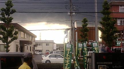 暗雲たれ込め、嵐の前の静けさ?